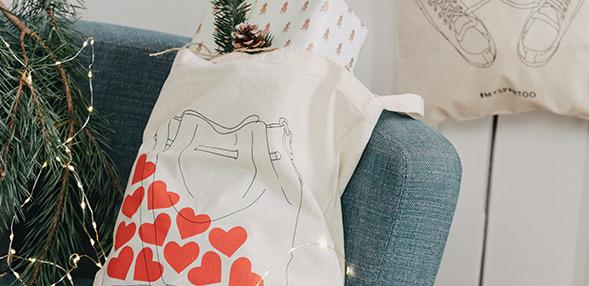 Samla våra illustrerade tote bags!